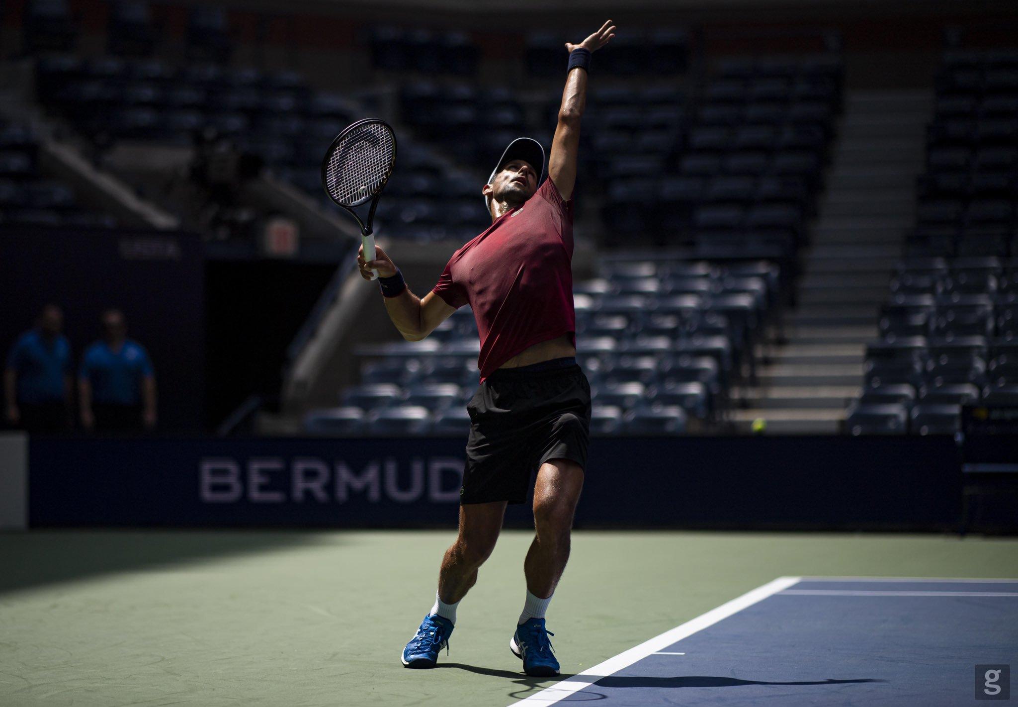 Novak Djokovic saque