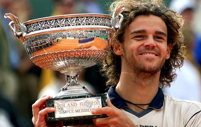 Há 15 anos, Guga conquistava o tricampeonato em Roland Garros · Revista  TÊNIS