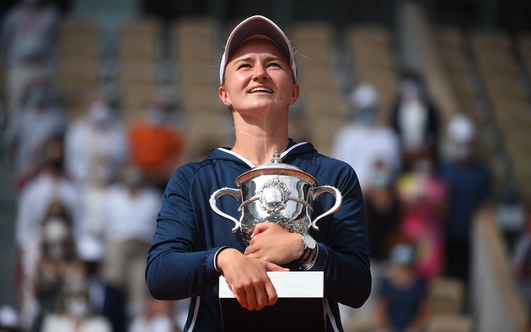 Barbora Krejcikova surpreende e conquista seu 1º Grand Slam em Roland Garros