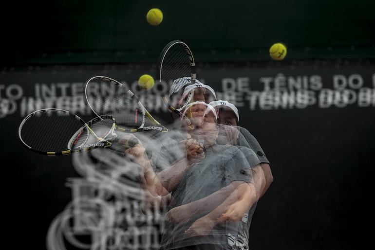 Não temerás usar bolas altas. Esse é o maior aliado que um tenista social  pode ter. Veja bem  a variável mais importante que nossa bola pode ter é ... e92cf3ad9703a