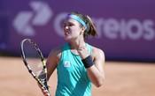 Gabriela Cé vence polonesa e atinge melhor marca na carreira em torneios WTA